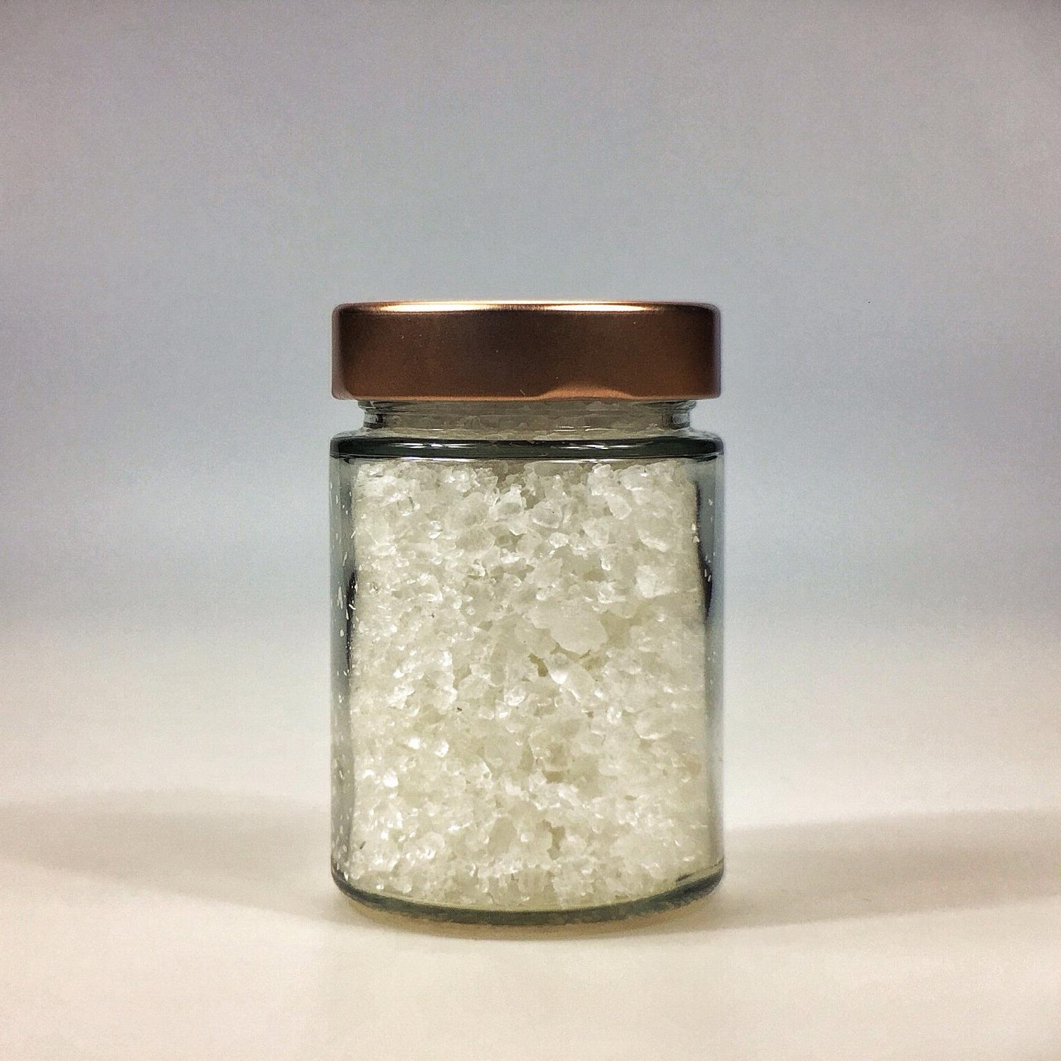 Halit Salz grob gemahlen für Salzmühle im kleinen Glas mit Kupferdeckel