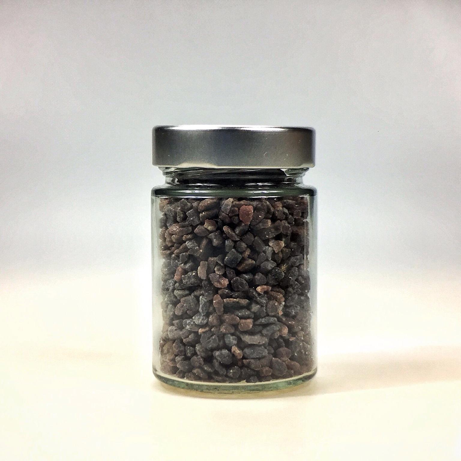 Kala Namak Salz grob gemahlen für Salzmühle im kleinen Glas mit Silberdeckel
